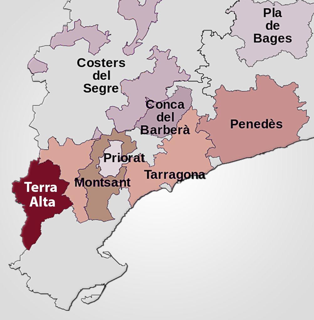 Området Terra Alta er beliggende ca. 400 m over havet og jorden er kalkholdig leret med fint grus. Området er et af de højest beliggende vinområder i Catalonien. Terra Alta er nabo til det lidt mere kendte Priorat område. Terra Alta vurderes af eksperter som et up-coming vinområde i Spanien.